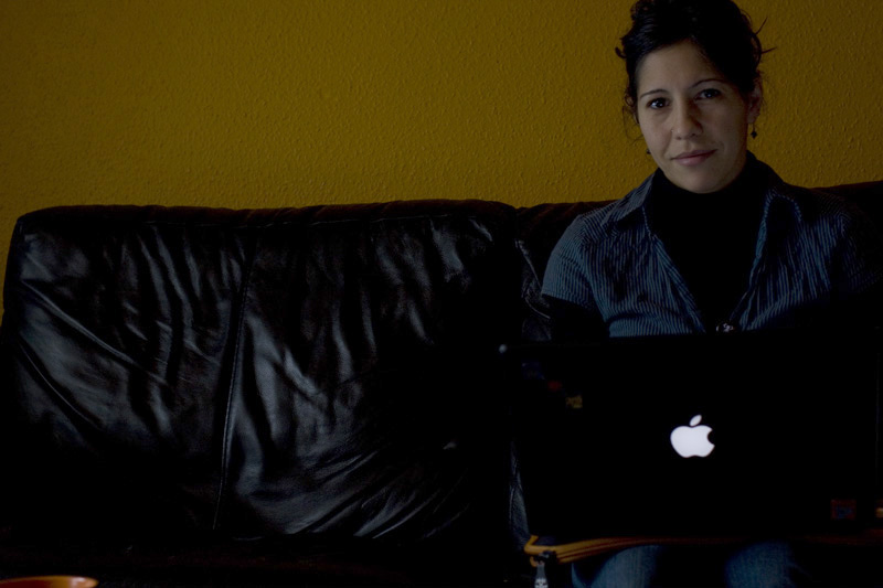 laura moreno working with a laptop